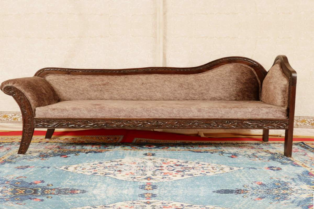 Looking For a Classic Wooden Sofa Set? Consider Buying It Online